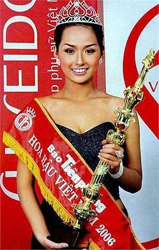 Cô giành vương miện trong cuộc thi Hoa hậu Việt Nam 2006 tại Nha Trang, Khánh Hòa.