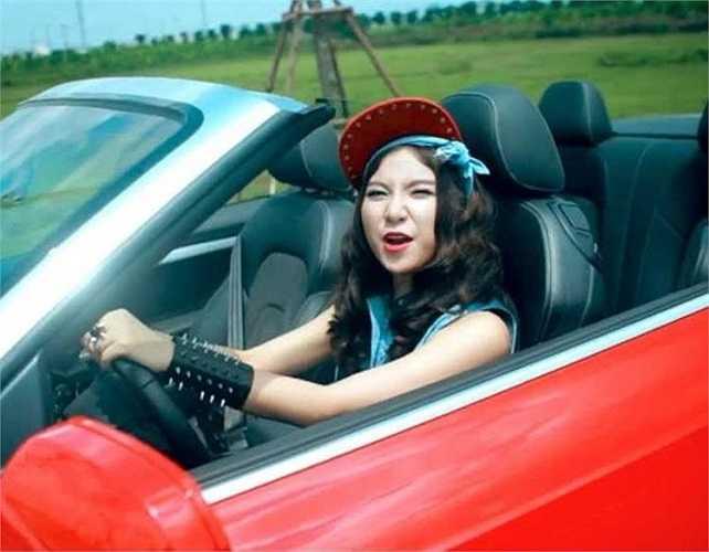 Năm 2013, Hạnh Sino gây sốt các bạn trẻ yêu nhạc với ca khúc Nóng. Ngoài ra, cô cũng sở hữu nhiều bài hát có nhiều lượt nghe trên mạng như: Ký ức của nước mắt, Một ngôi sao, Anh Mãi xa...
