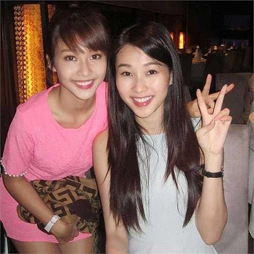 Trước đó, hot girl Khả Ngân cũng được xem là bản sao hoàn hảo nhất của Hoa hậu Việt Nam năm 2012 - Đặng Thu Thảo. Sự tương đồng đến khó tin giữ hai cô gái không chung dòng máu khiến dư luận cảm thấy thích thú.