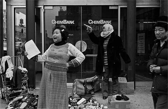 Người Hoa bán hàng dạo trên đường phố New York