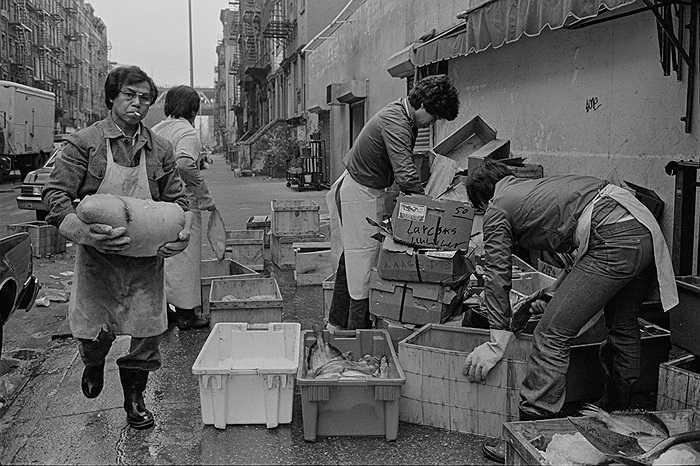 Vận chuyển hàng hóa trên đường phố