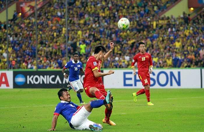 Sau đó, Malaysia dùng mọi cách để ngăn cản bước tiến của thầy trò HLV Miura