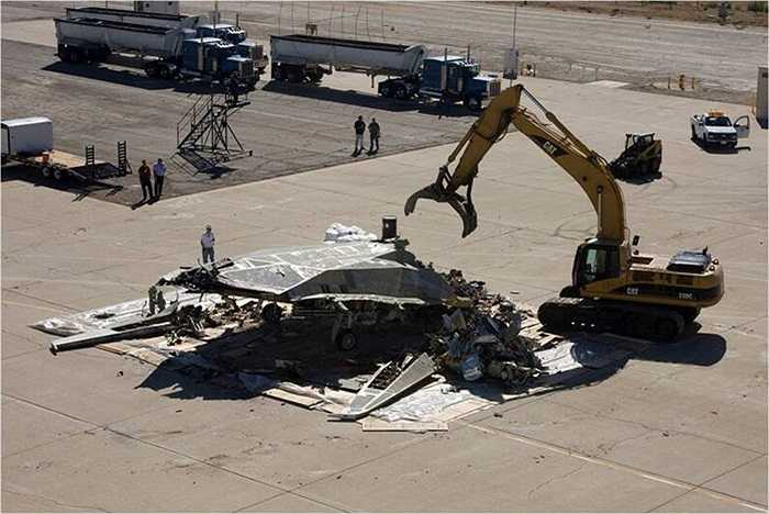 Có nhiều phương thức để xử lý những máy bay nghỉ hưu như lưu giữ, phá hủy hay trưng bày trong triển lãm