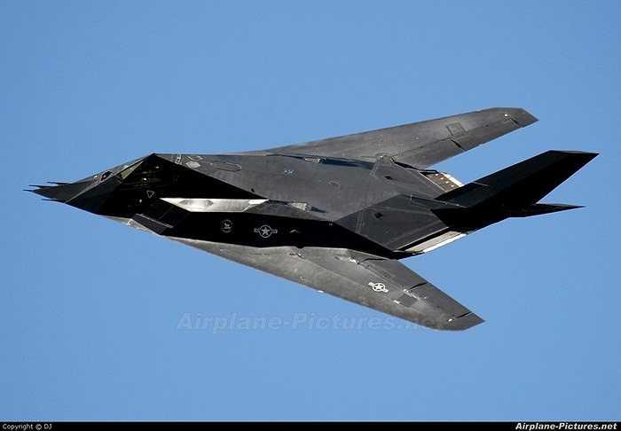 Chiến cơ ném bom tàng hình F-117 Nighthawk của Mỹ từng tung hoành một thời