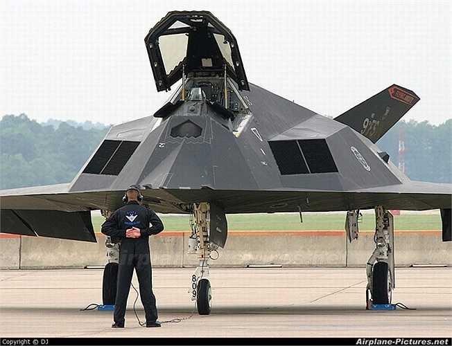 Chiến cơ ném bom tàng hình F-117 Nighthawk của không quân Mỹ