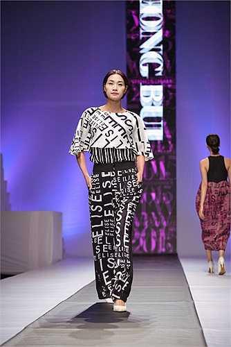 Chính vì vậy, Minh Hạnh đã lựa chọn bộ sưu tập Elise by Phương Bùi, Elise by Bùi Ross để mở màn cho đêm diễn đầu tiên của Vietnam Fashion Week