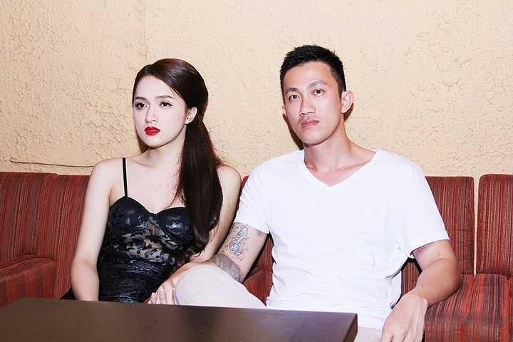 Anh chàng có mặt từ khá sớm cùng Hương Giang và chăm chú theo dõi cô dưới hàng ghế khán giả