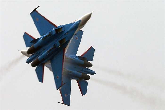 Các chiến cơ được đội bay Hiệp sỹ Nga điều khiển điêu luyện