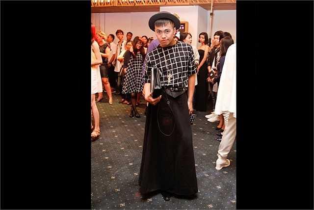 Đàn ông mặc váy đã là một chuyện lạ, và còn khó đỡ hơn khi nó lại trở thành một hiện tượng thời trang nổi bật của giới trẻ Việt Nam hiện nay.