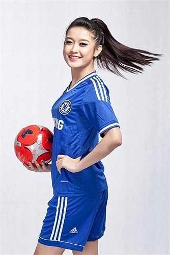 Huyền My được biết đến là một cổ động viên nhiệt thành của Chelsea.