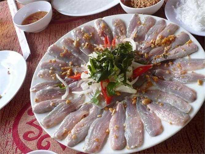 Những món ăn như sushi, gỏi cá sống có thể mang nhiều ký sinh trùng ceviche. Đây là nguyên nhân khiến bạn bị lây nhiễm sán dây đường ruột lây truyền từ các loài cá.