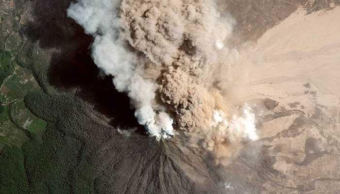 Ảnh chụp đỉnh núi Sinaburg, Indonesia, 23/01/2014