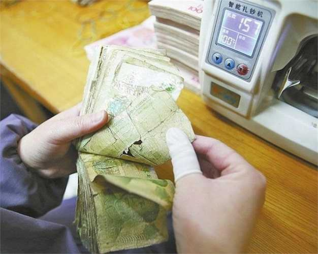 Đốt tiền để phục vụ con người không phải là hiện tượng hiếm trên thế giới. Nhiều nước đã thực hiện phương pháp này để xử lý những tờ tiền hỏng. Ảnh: Yao Lan