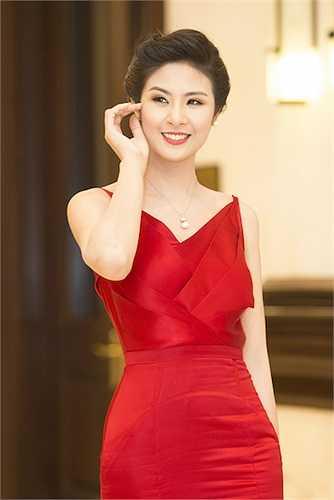 Ngọc Hân cũng xuất hiện tại đêm Chung kết Hoa hậu Việt Nam.