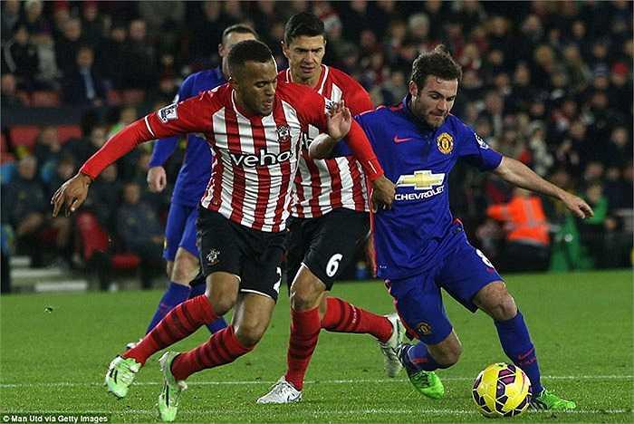 Man Utd có chuyến làm khách khó khăn tại St Mary's, nơi chủ nhà Southampton đang đứng ngay trên họ trên bảng xếp hạng