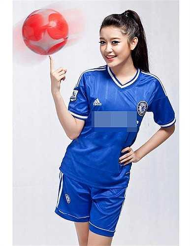 Thời điểm các giải bóng đá diễn ra cô rất hào hứng và từng thực hiện một số bộ hình để cổ vũ đội tuyển yêu thích