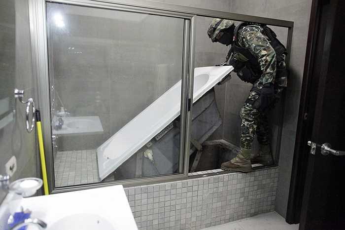 Lính thủy đánh bộ Mexico phát hiện hầm ngầm trong nhà một trùm ma túy ngày 27/2/2014