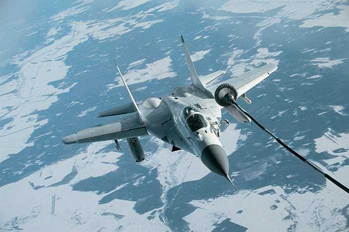 Chiến cơ MiG -29 đang tiếp nhiên liệu trên không