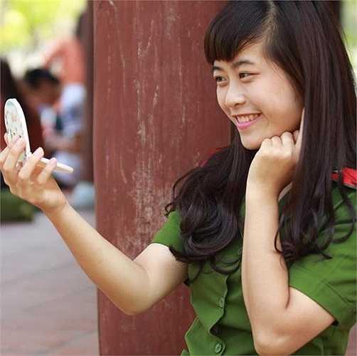 Đang là sinh viên năm thứ nhất, Ngân cho biết được rèn luyện trong môi trường HV Cảnh sát, cô đã chững chạc hơn rất nhiều.