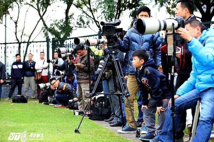 Cánh phóng viên thể thao theo sát đội tuyển. (Ảnh: Quang Minh)