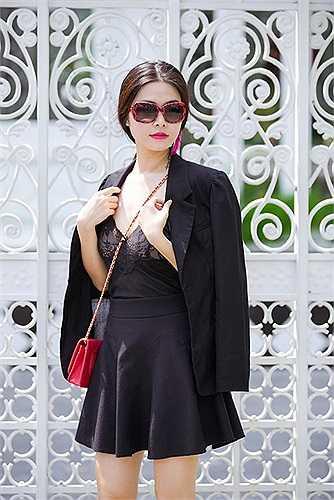 Nhờ gu thời trang ổn định, Thủy Anh được coi là một fashionsta mới nổi của showbiz với hình ảnh thời thượng, hiện đại.