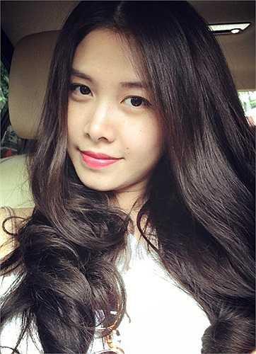 Cô là 'hậu phương' vững chắc giúp đỡ Đăng Khôi trong nhiều công việc như kinh doanh, quản lý công ty, thu xếp lịch diễn, cách chọn trang phục…