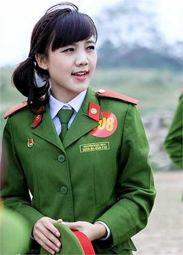 Nguyễn Ngọc Bích đang theo học ngành Quản lý hành chính, khóa D38 của Học viện Cảnh sát Nhân dân. Tấm ảnh chụp  cô bạn với đôi mắt to tròn và nụ cười xinh được nhiều bạn trẻ yêu thích.