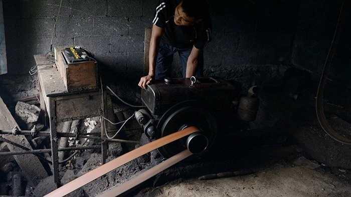 Những sợi cáp được chạy bằng máy