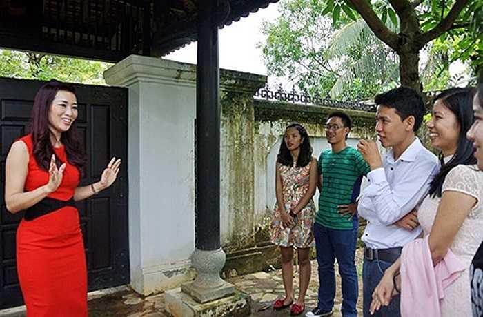 Ngôi nhà của Hoa khôi Thể thao Thu Hương tọa lạc tại quận 9 TP.HCM, được thiết kế với một không gian phảng phất hồn quê.