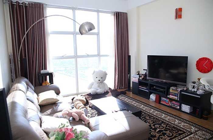 Hoa hậu 2008 Thùy Dung đang sống trong một căn hộ ở tầng cao nhất của một khu chung cư tại quận 4, TP HCM. Nơi đây khá thuận tiện cho việc học cũng như tham gia biểu diễn của cô.