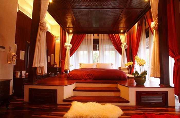 Phòng ngủ của vợ chồng Hà Kiều Anh khiến người ta liên tưởng tới phòng ngủ của vua chúa thời xưa.