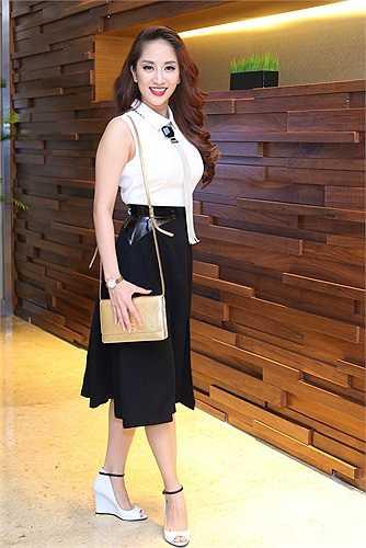 Tối qua (10/11), Khánh Thi đã đến tham dự lễ trao giải Pops Award 2014.