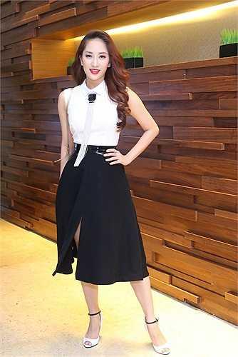 Cô được mời đến với vai trò ca sỹ khai màn và khách mời trao giải cho nhóm nhạc.