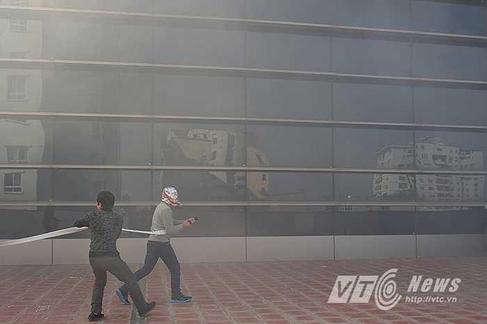 Tình huống giả định được đặt ra, đúng 14h30' đám cháy do chập điện xảy ra tại tầng 5 tòa nhà VTC số 23 Lạc Trung – Hai Bà Trưng – Hà Nội.