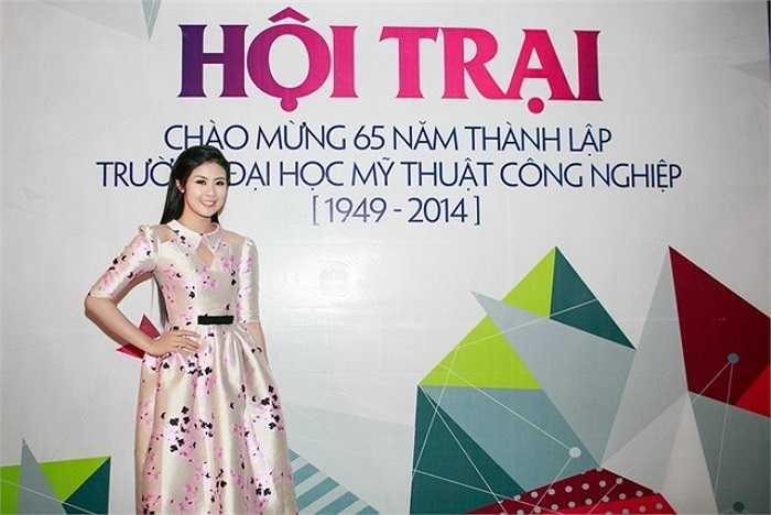 Nhân dịp kỉ niệm 65 năm ngày thành lập trường Đại học Mỹ thuật công nghiệp, Hoa hậu Việt Nam 2010 Ngọc Hân có dịp về dự hội trại của trường và thăm lại ngôi trường cô đã theo học 5 năm.