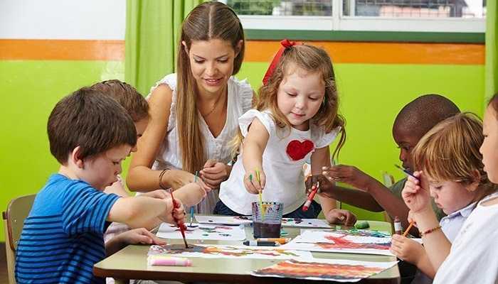 Cô giáo mầm non, 36.000 USD. Ngày nay, vị thế của những cô giáo mầm non đã được nâng cao dần, tuy nhiên mức lương của họ vẫn đang ở mức thấp.