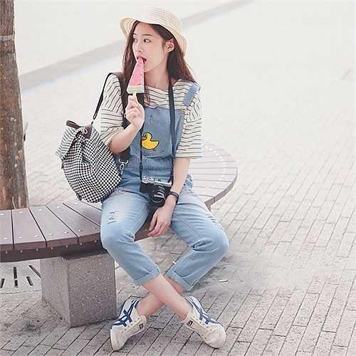 Pimtha là hot girl Thái Lan nổi như cồn trong năm nay nhờ ngoại hình và gu ăn mặc hợp thời không kém các sao Hàn Quốc.