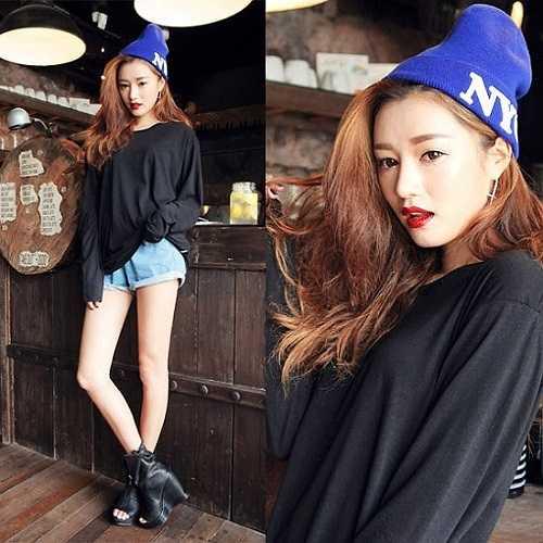 Khi nhắc đến những icon thời trang đình đám Châu Á, Park Sora luôn là cái tên được nhắc đến trong Top đầu tiên với phong cách đầy nữ tính của một cô gái trưởng thành.