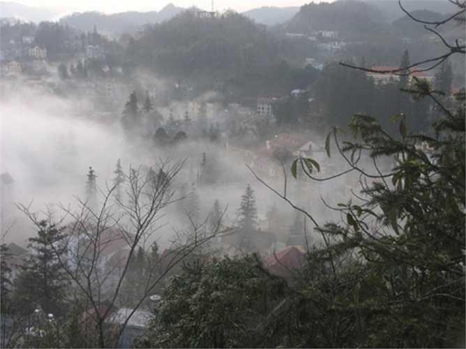 Thị trấn Sapa chìm trong sương. (Ảnh: Dân Trí)