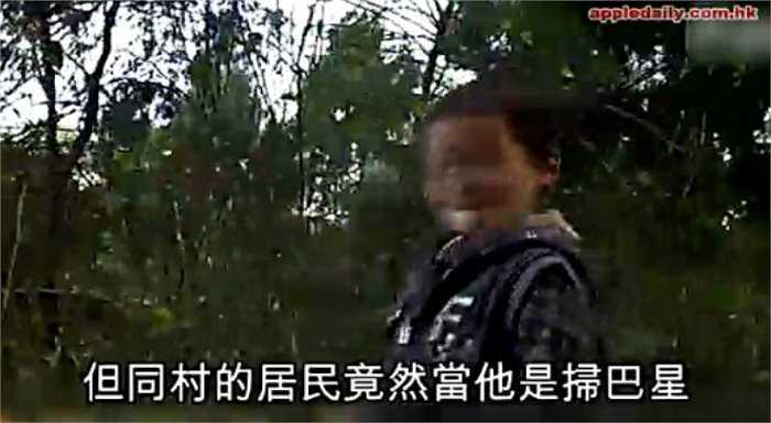 Được biết, cậu bé đáng thương có tên là Kun Kun, người được cho là bị lây nhiễm HIV từ chính người mẹ của em.