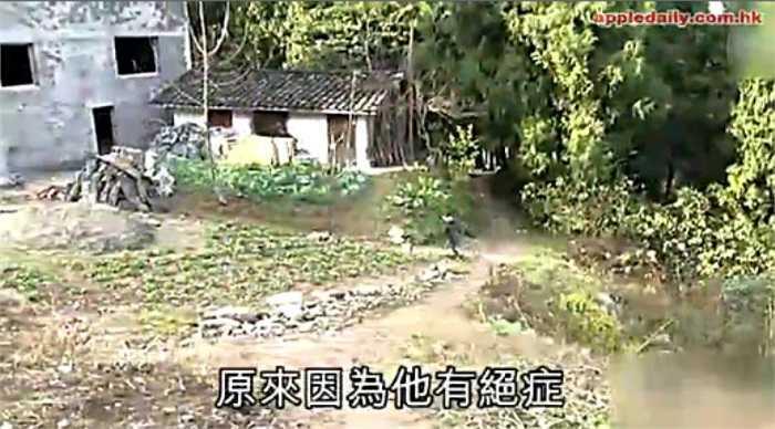 Năm 2011, sau khi bị phát hiện dương tính với HIV, Kun Kun ngay sau đó đã bị cho thôi học tại trường và bị cả làng hắt hủi do sợ lây nhiễm HIV.