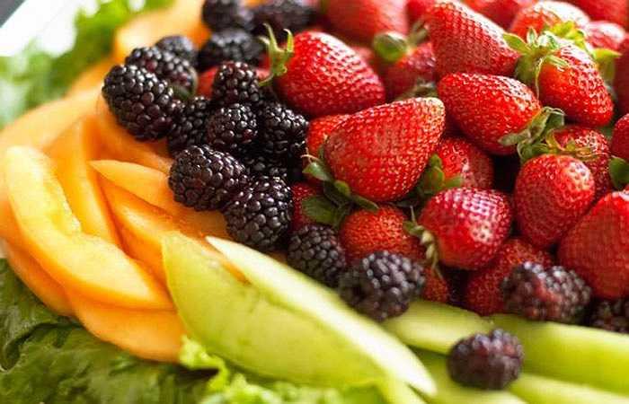 Trái cây là người quét dọn và rau xanh là người xây nhà. Tiêu hóa sẽ bị chậm lại khi bạn kết hợp giữa hai loại thực phẩm này.