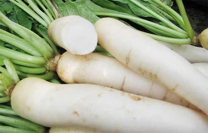 Củ cải cực giàu vitamin C trong khi ở cà rốt lại chứa loại enzyme có thể phá hủy vitamin tuyệt vời này. Do đó, hai thứ này khi nấu chung sẽ phá hủy hoàn toàn các chất dinh dưỡng vốn có.
