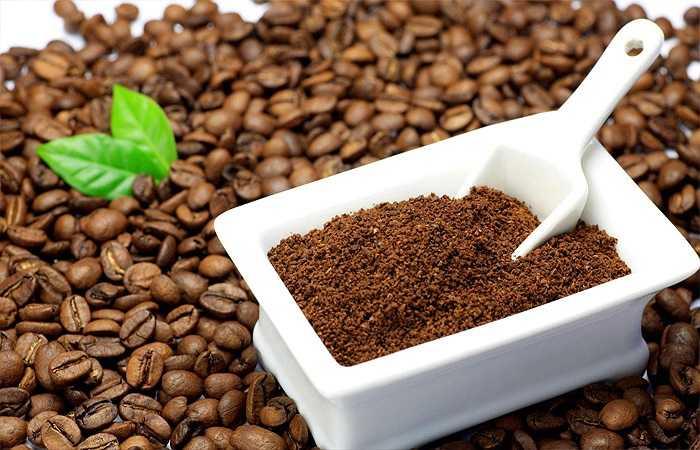 Uống trà hoặc cà phê trong bữa sáng là thói quen phổ biến của nhiều người nhưng trên thực tế, thói quen này đang âm thầm 'gặm nhắm' sức khỏe của bạn. Lý do là vì chất caffeine sẽ ảnh hưởng đến khả năng hấp thu canxi và các chất dinh dưỡng khác đồng thời còn đẩy nhanh tốc độ bài tiết dưỡng chất ra khỏi cơ thể.