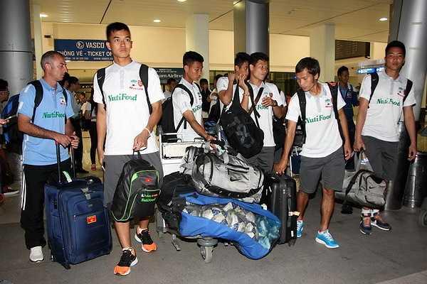 Toàn đội tới TP.HCM và hôm nay sẽ bay sang Thái Lan (Ảnh: Thanh Niên)