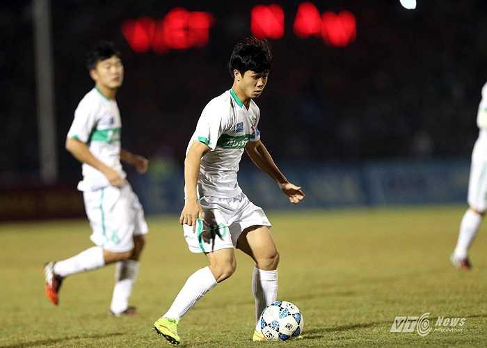 Công Phượng vốn đã được chú ý ở U19 Việt Nam song thực sự gây bão sau siêu phẩm vào lưới U19 Australia ở giải U19 Đông Nam Á.