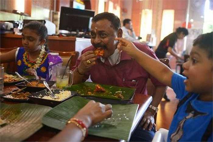 Gần đây, ông Govindan đã trải qua một ca phẫu thuật vá lỗ thủng ở cổ và hiện sức khỏe của ông đang có dấu hiệu tốt. Ông có thể ăn uống và ngủ nghỉ bình thường trở lại.