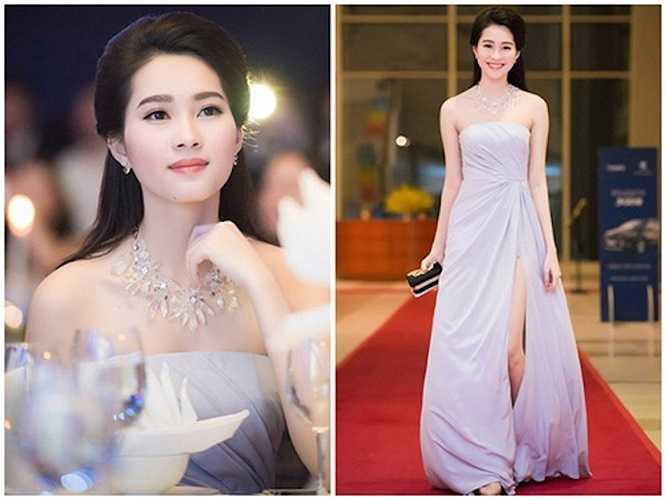Từ khi đăng quang Hoa hậu Việt Nam 2012 đến nay, Đặng Thu Thảo luôn trung thành với hình ảnh dịu dàng, nữ tính. Những chiếc váy cô lựa chọn đi sự kiện luôn an toàn tuyệt đối, không có khoảng hở hiểm nguy.