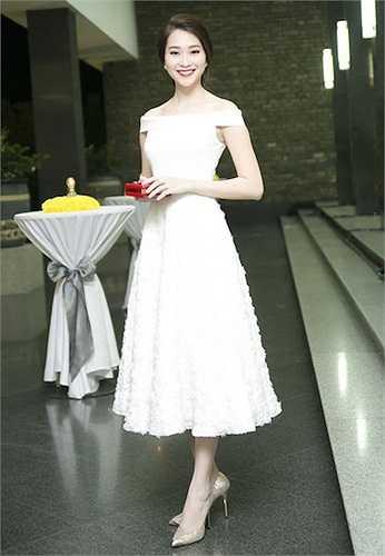 Những chiếc váy mà Hoa hậu Việt Nam 2012 lựa chọn luôn có sự an toàn tuyệt đối