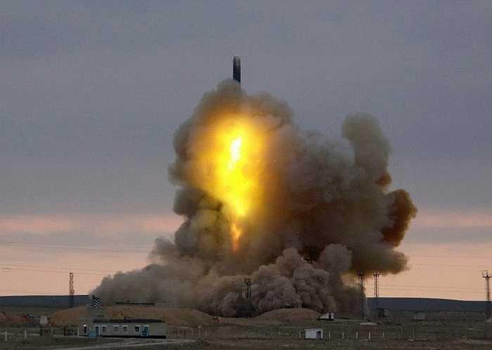 Tên lửa đạn đạo chiến lược RS-18 ICBM phóng đi